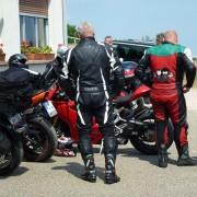 Motorradfahrer bei einer Ausfahrt - Pause