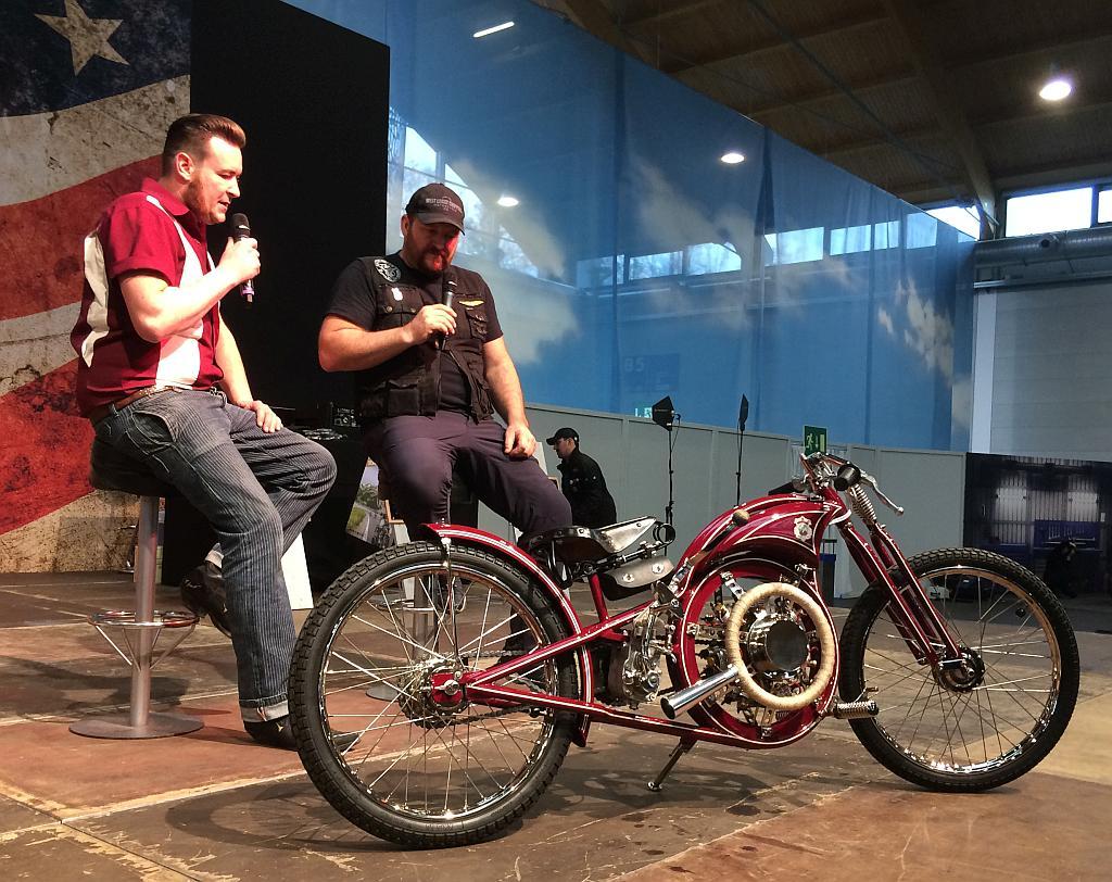 Vorstellung auf der Bühne der Motorradmesse.