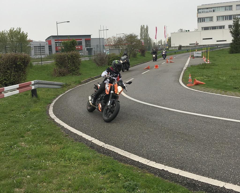 Motorräder auf dem Gelände der Kreisverkehrswacht.